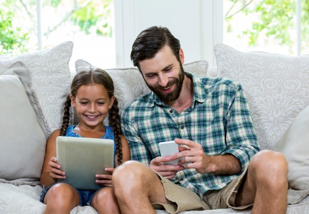 5 aplicativos de entretenimento para aproveitar o tempo em casa