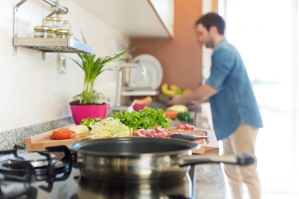 Cozinhar durante a quarentena: 5 apps com receitas para todos os gostos