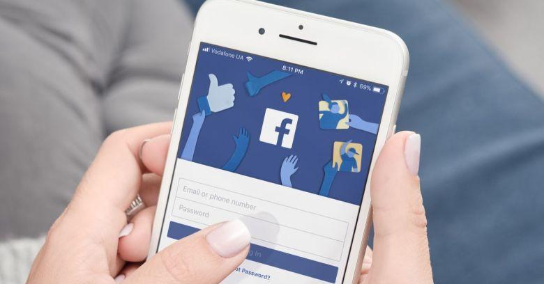 Como fazer o upload e excluir contatos telefônicos no Facebook