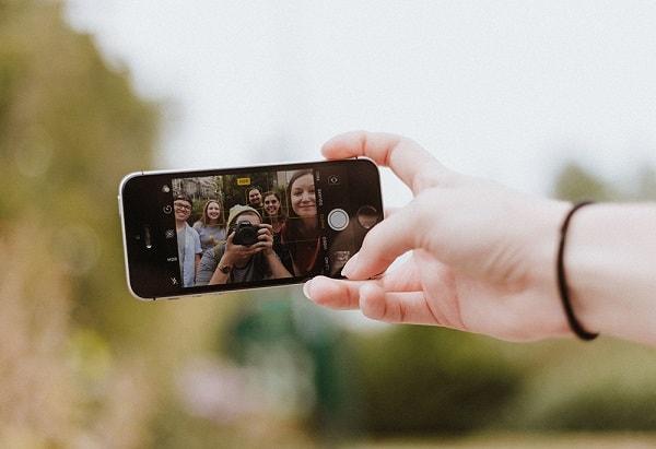 Cum te transformi în selfie sticker animat pe Instagram