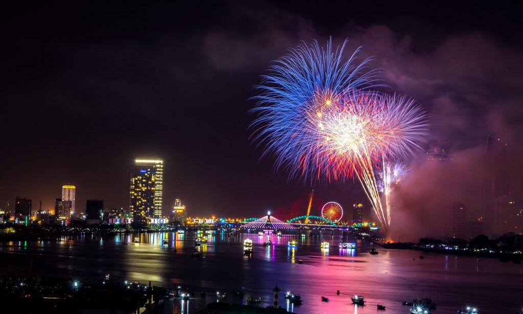 1_Top 5 chủ đề và hình nền đẹp nhất để đón năm mới tết Tây 2019