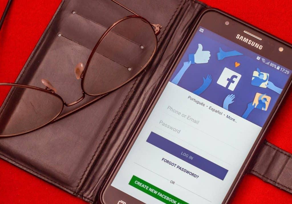 Importa y elimina contactos en Facebook desde la libreta telefónica