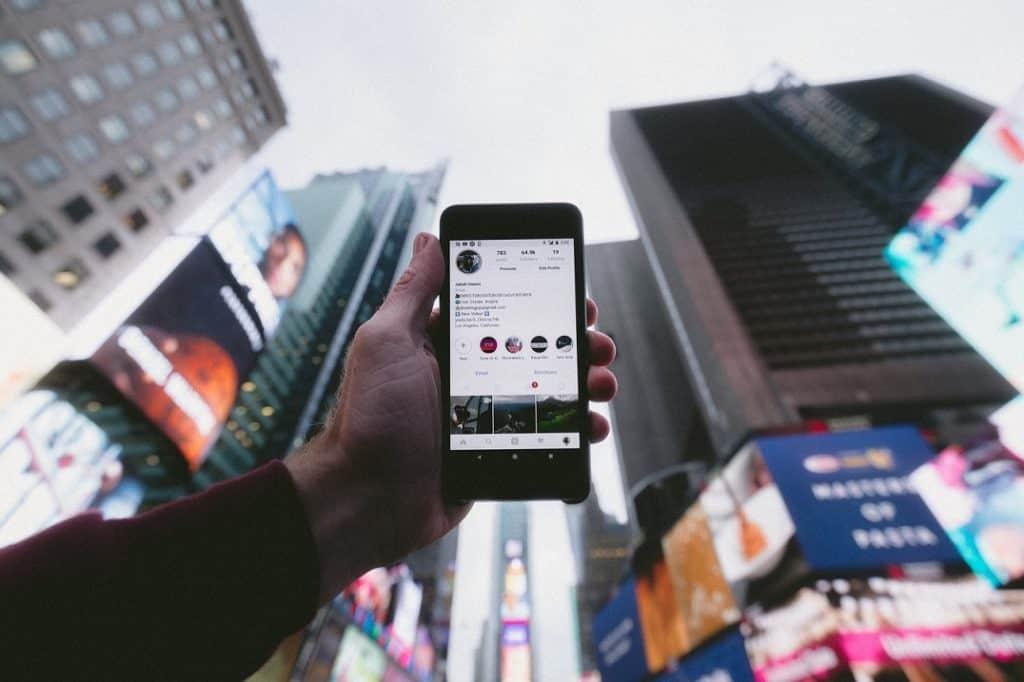 Cómo hacer videollamadas de hasta 50 personas en Instagram con Messenger Rooms