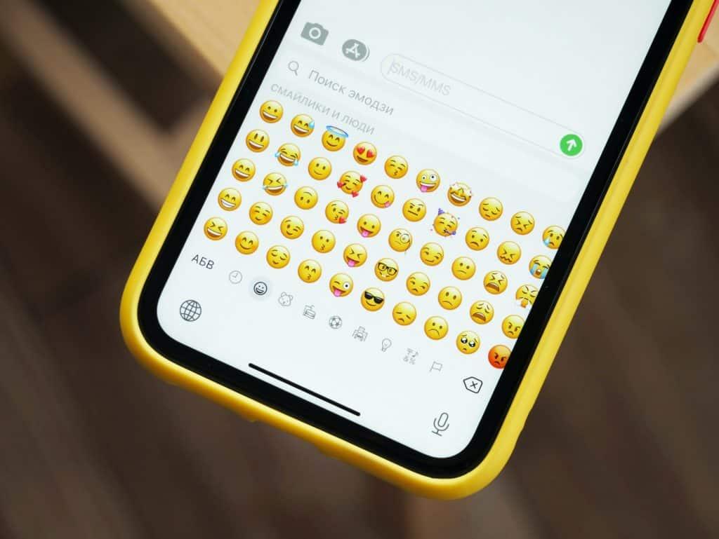 Cómo cambiar el color de los emojis de WhatsApp