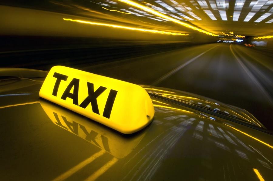 Le migliori applicazioni, da scaricare sui vostri Android, per la prenotazione di Taxi